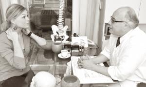 Dr. Selim erstellt eine neurologische Anamese